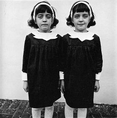Identical_Twins,_Roselle,_New_Jersey,_1967